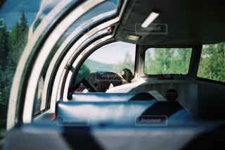 男の車の運転の写真・画像素材[727091]