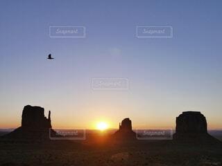 空,朝日,アメリカ,旅行,パワースポット,正月,お正月,日の出,新年,初日の出,モニュメントバレー,もに