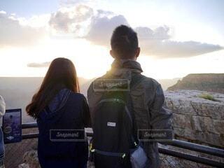 2人,自然,風景,空,カップル,朝日,雲,後ろ姿,アメリカ,人,旅行,旅,正月,お正月,日の出,グランドキャニオン,新年,初日の出,コロラド