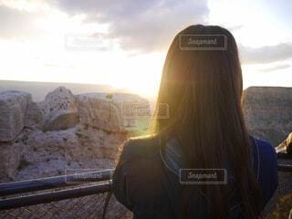 女性,自然,風景,空,朝日,雲,後ろ姿,アメリカ,人,旅行,旅,正月,お正月,日の出,グランドキャニオン,新年,初日の出,コロラド