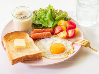 ジュース,オレンジ,果物,トマト,皿,チーズ,カップ,サンドイッチ,料理,おいしい,菓子,レシピ,ファストフード,飲食,主食,ベジタリアンフード,成分