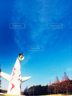 青空の下の太陽の塔の写真・画像素材[1094247]