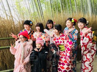 女性,人,ポーズ,グループ,笑顔  観光  嵐山  竹林  着物