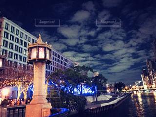 都会と川と夜空の写真・画像素材[1680438]