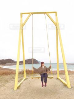 海,黄色,ブランコ,女子,鮮やか,楽しい,旅行,デザイン,イエロー,ポーズ,糸島,福岡県,20歳,フォトジェニック,人気スポット,インスタ映え,多色