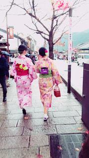 屋外,京都,後ろ姿,歩く,女子,観光,仲良し,背中,着物,人,旅行,嵐山,友達,お出掛け