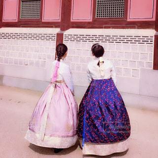屋外,後ろ姿,女子,観光,仲良し,人,旅行,旅,韓国,友達,フォトジェニック,チマチョボリ