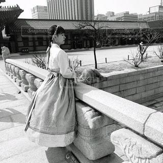 風景,橋,モノクロ,白黒,女子,観光,可愛い,韓国,ポーズ,フィルム,女子旅,フィルムカメラ,フィルム写真,眺める,フォトジェニック,フィルムフォト,チマチョボリ
