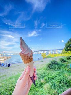 夏空とアイスクリームの写真・画像素材[4683891]