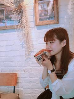 ドーナツを食べる少女の写真・画像素材[738947]