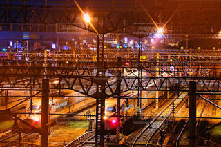 夜、トラックの鉄道の写真・画像素材[854253]