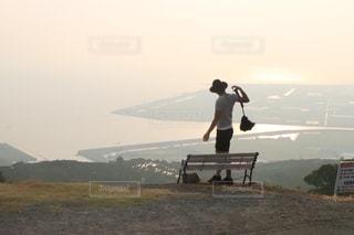 山の上に立っている人の写真・画像素材[856806]