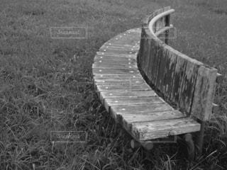 フィールドのベンチの写真・画像素材[814350]