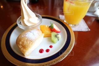 クローズ アップ食べ物の皿とコーヒー カップの写真・画像素材[800868]