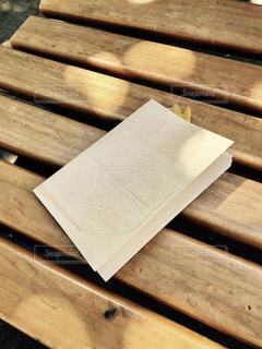 公園,紅葉,ベンチ,本,読書,木漏れ日,落ち葉,イチョウ,銀杏,木の葉,木洩れ日,いちょう,しおり,読書の秋,栞