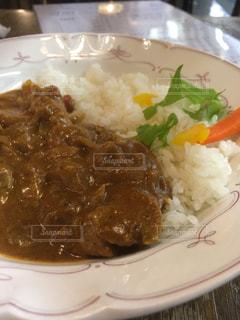 皿のご飯肉と野菜料理の写真・画像素材[746679]