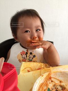 子供 手掴み食べ スパゲティー ミートソース ランチ