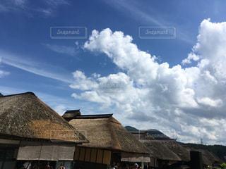 曇り青空と家の写真・画像素材[1320780]