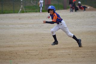 チャンスを作る走塁の写真・画像素材[2160584]