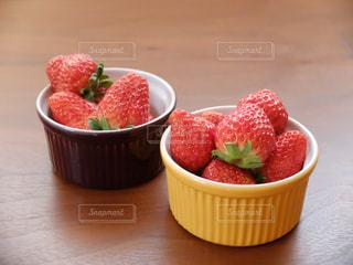 食べ物,赤,いちご,苺,フルーツ,果物,果実,テーブルフォト,フレッシュ,ココット,イチゴ