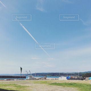 水体の凧の飛行の人々 のグループの写真・画像素材[733345]