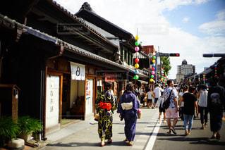 通りを歩く人々 のグループの写真・画像素材[1428757]