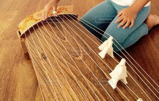 琴を演奏するこどもの写真・画像素材[808223]