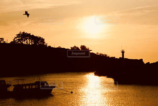 海,佐渡,夕日,夕暮れ,船,灯台,夕陽,新潟,湾