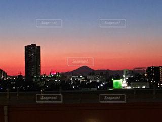 夕暮れ時の都市の景色の写真・画像素材[961568]