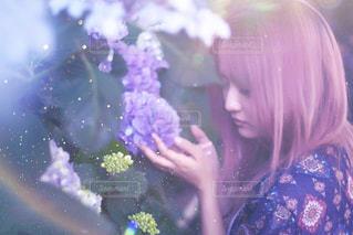 ファッション,自然,花,雨,屋外,紫陽花,梅雨,6月,ヘアカラー,日中,ピンクヘア