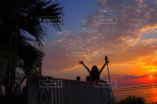 自然,夕焼け,夕暮れ,海辺,夕陽,マジックアワー,ピンクの空,ジェスチャー
