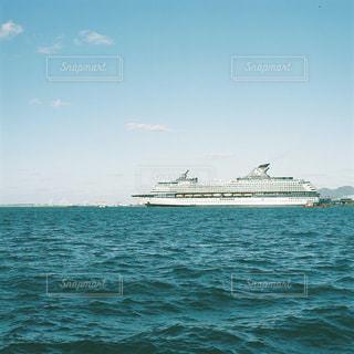 水の体のボートの写真・画像素材[1236504]