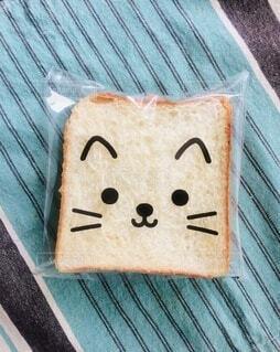 ねこの袋に入れた食パンのお弁当。ランチ。の写真・画像素材[3646781]