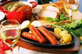 食べ物,食事,ディナー,屋内,パン,ポトフ,野菜,スープ,ワイン,グラス,おいしい,テーブルフォト,ソーセージ,パーティー,ジューシー,夕飯,アルコール,煮込み,ホームパーティー,じゃがいも,プチ贅沢,飲みもの,ジョンソンヴィル