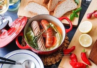 食べ物,食事,朝食,ランチ,屋内,パン,ポトフ,果物,野菜,スープ,レモン,ワイン,グラス,昼食,りんご,料理,おいしい,テーブルフォト,ハーブ,ソーセージ,パーティー,ジューシー,ブランチ,ローズマリー,煮込み,ホームパーティー,昼ごはん,じゃがいも,プチ贅沢,飲みもの,ジョンソンヴィル