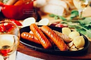 食べ物,パーティ,食事,パン,野菜,スープ,ワイン,グラス,料理,おいしい,テーブルフォト,ソーセージ,ジューシー,おつまみ,アルコール,ホームパーティー,じゃがいも,プチ贅沢,飲みもの,ジョンソンヴィル