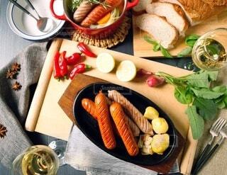 食べ物,パーティ,食事,パン,野菜,スープ,ワイン,おいしい,テーブルフォト,ソーセージ,夕飯,ホームパーティー,じゃがいも,プチ贅沢,ジョンソンヴィル