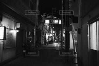 夜の店の前 - No.854506