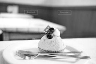 皿の上のケーキの一部の写真・画像素材[854526]