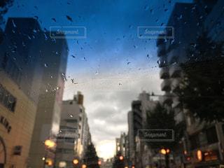 雨の中での都市の景色の写真・画像素材[821066]