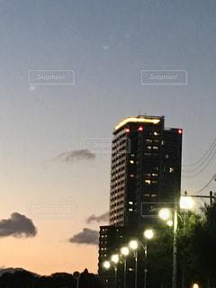 街に沈む夕日の写真・画像素材[961530]