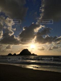 水体の空に雲の写真・画像素材[1398755]