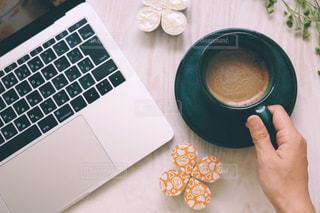 コーヒーとパソコンの写真・画像素材[1267039]
