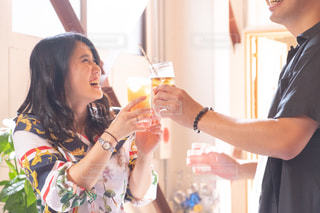イベント 笑顔で乾杯する女性の写真・画像素材[2506057]