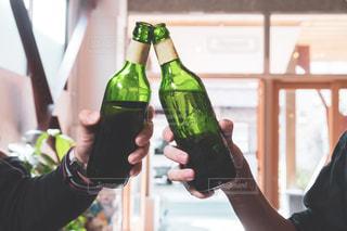 2人,屋内,ジュース,瓶,楽しい,イベント,飲食店,グラス,ビール,乾杯,飲み会,ドリンク,パーティー,新年会,忘年会,アルコール,同窓会,手元,複数