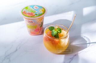 食べ物,ジュース,オレンジ,果物,ストロー,カップ,ドリンク,野菜ジュース,ソフトド リンク,オレンジドリンク