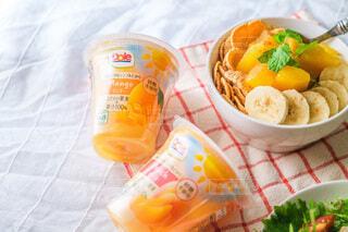食べ物,ジュース,オレンジ,テーブル,果物,布,レモン,カップ,ドリンク,ソフトド リンク,グレープ フルーツ