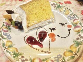 皿の上のケーキの一部の写真・画像素材[802421]