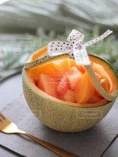 フルーツカップとメロンの贅沢スイーツの写真・画像素材[4800202]