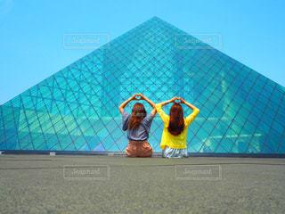 ガラスのピラミッドの写真・画像素材[763265]